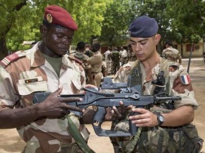 Transition tchadienne: Le Coq gaulois condamné à veiller au grain